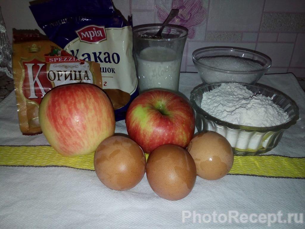 Фото рецепта - Воздушная шарлотка с шоколадной глазурью в мультиварке - шаг 1