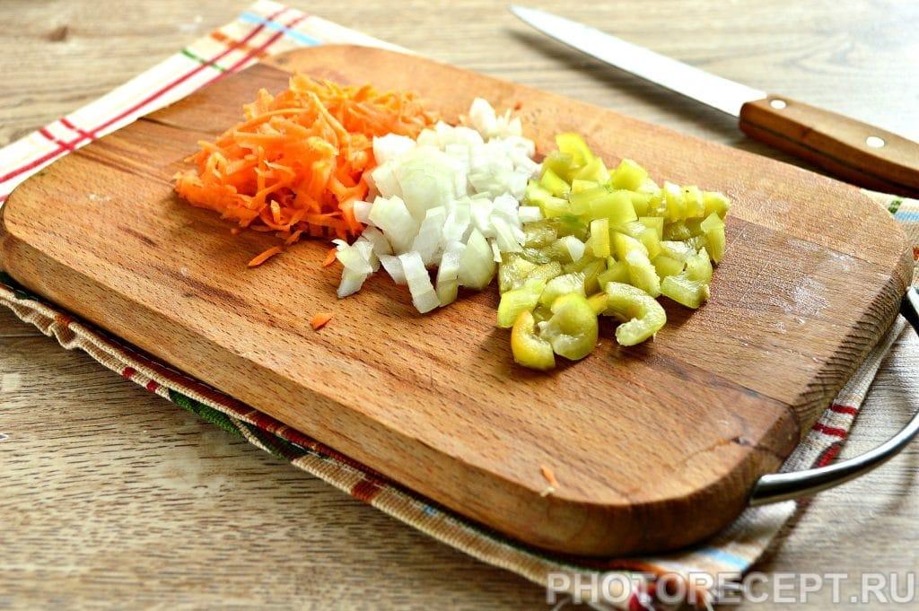 Фото рецепта - Рассольник на мясном бульоне с солеными огурцами - шаг 4