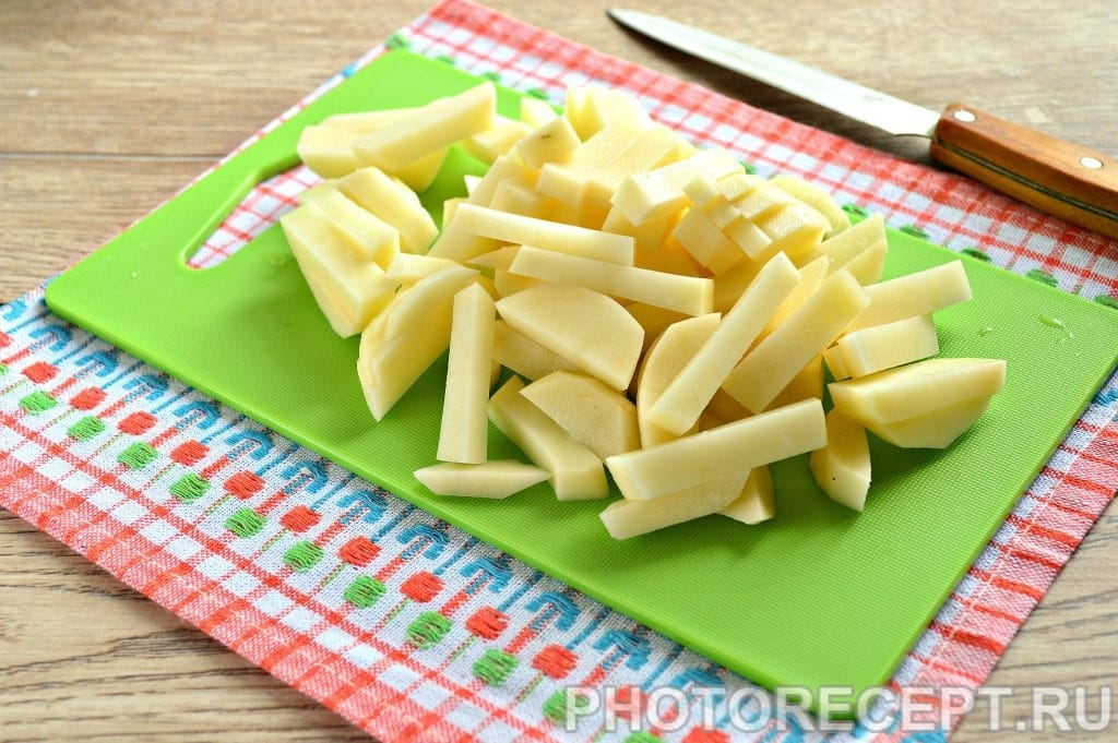 Фото рецепта - Жареная картошка с луком на сковороде - шаг 2
