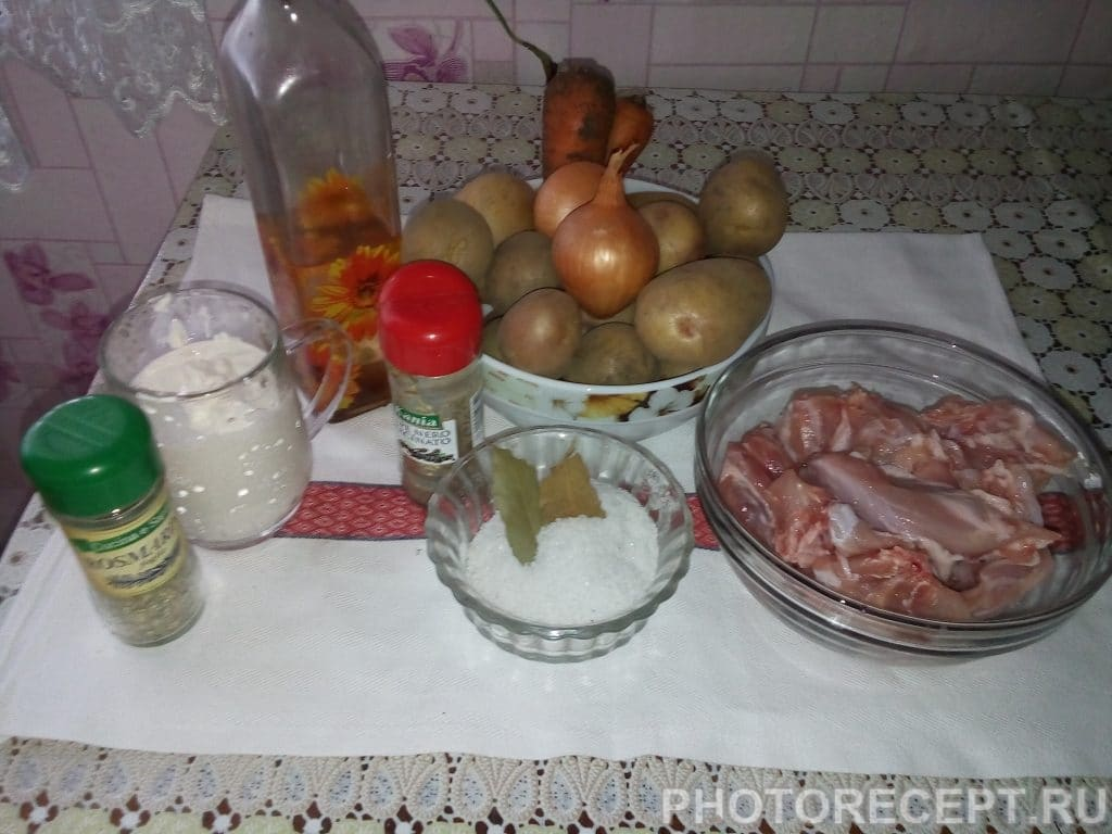 Фото рецепта - Тушеная картошка с мясом кролика в сметане - шаг 1