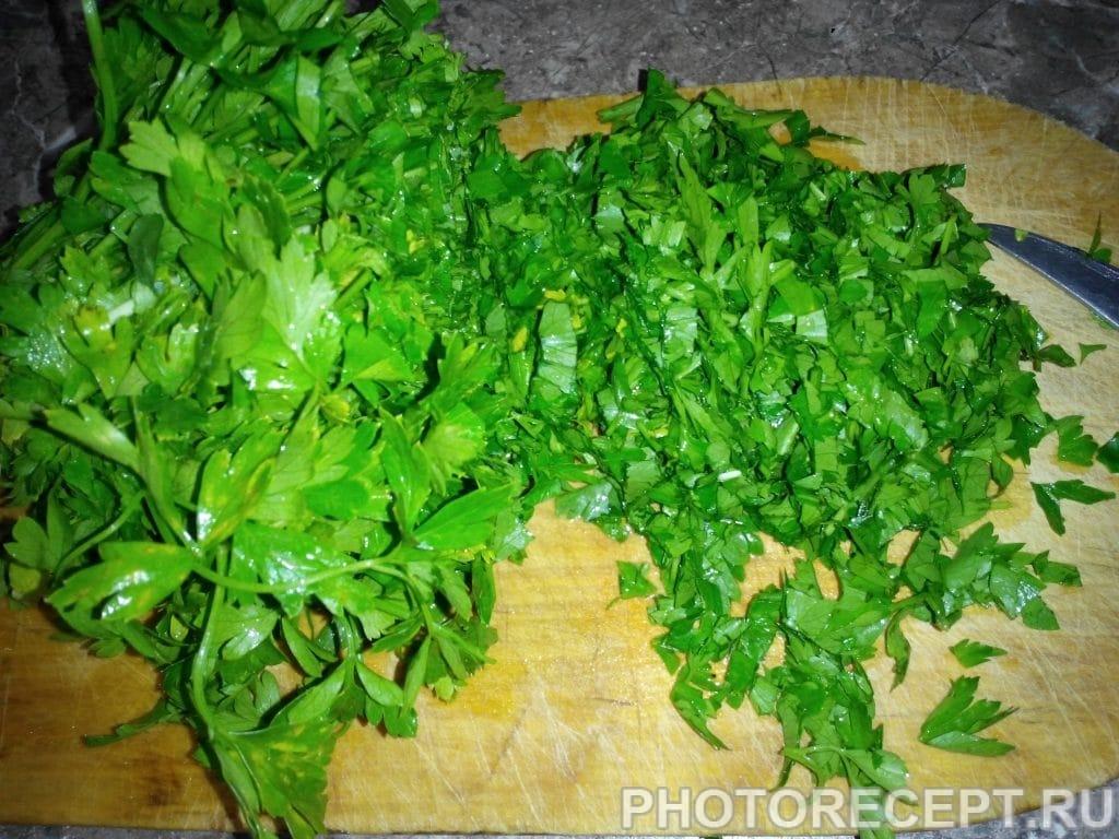 Фото рецепта - Грузинский салат с фасолью - шаг 2