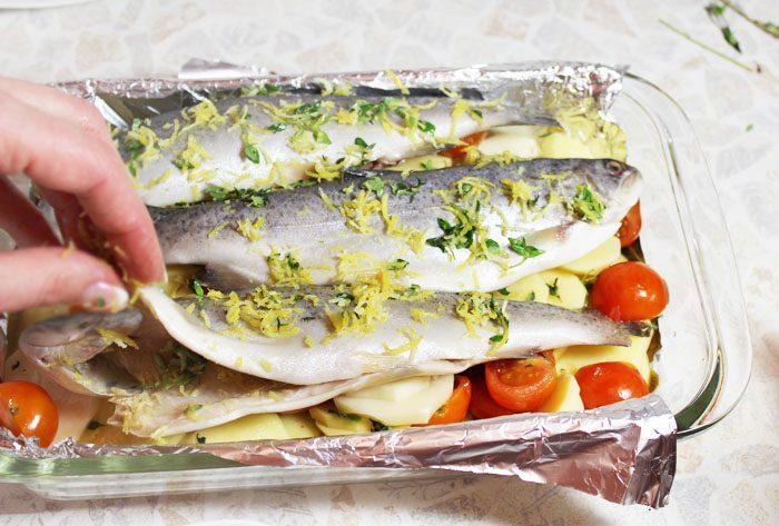 Фото рецепта - Запеченная в духовке рыба, с картофелем и вином - шаг 4
