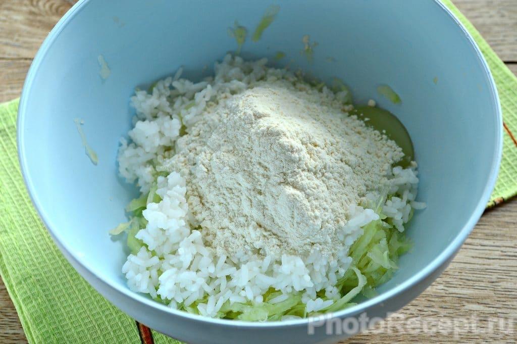 Фото рецепта - Оладьи из кабачка с рисом - шаг 4