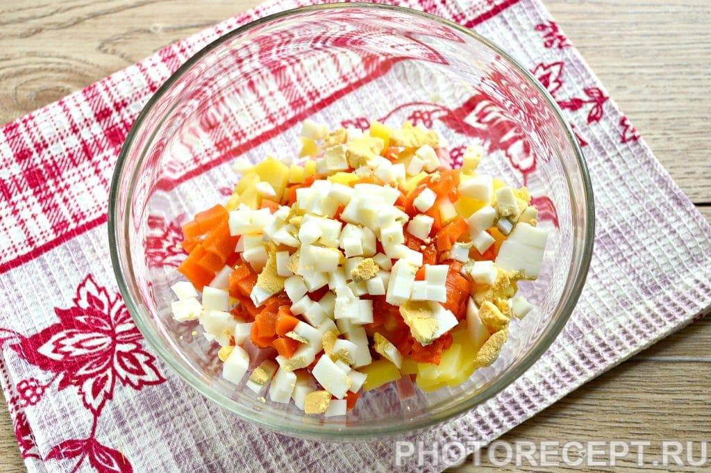 Фото рецепта - Оливье с вареной колбасой и солеными огурцами - шаг 4