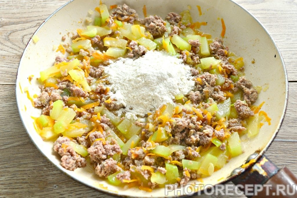 Фото рецепта - Гуляш из фарша с овощами - шаг 4