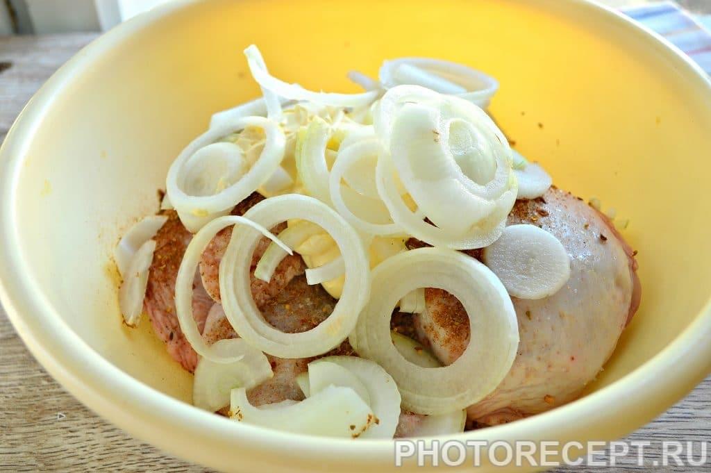 Фото рецепта - Шашлык из куриных бедер с лимоном - шаг 4