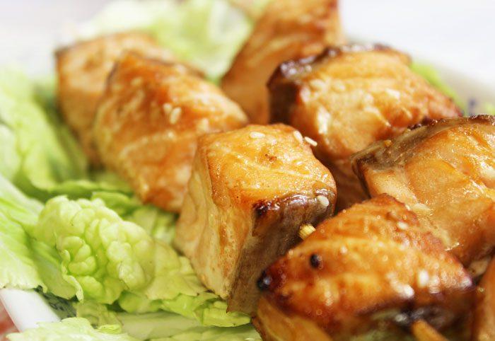 Фото рецепта - Шашлык из рыбы, маринованный в соевом соусе - шаг 6
