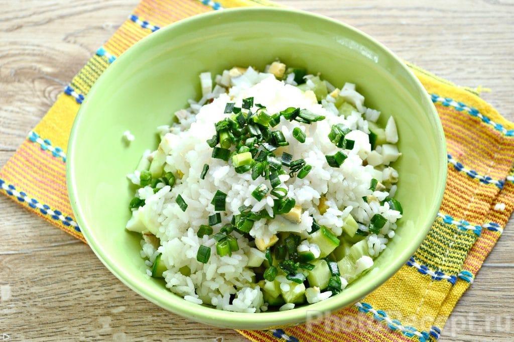 Фото рецепта - Салат с курицей и рисом - шаг 5