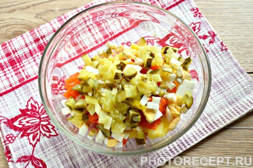 Фото рецепта - Оливье с вареной колбасой и солеными огурцами - шаг 5