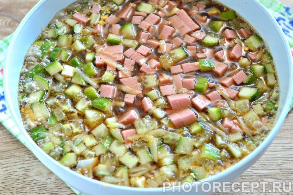 Фото рецепта - Окрошка на квасе с вареной колбасой - шаг 5