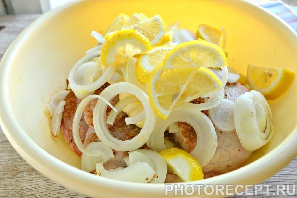 Фото рецепта - Шашлык из куриных бедер с лимоном - шаг 5