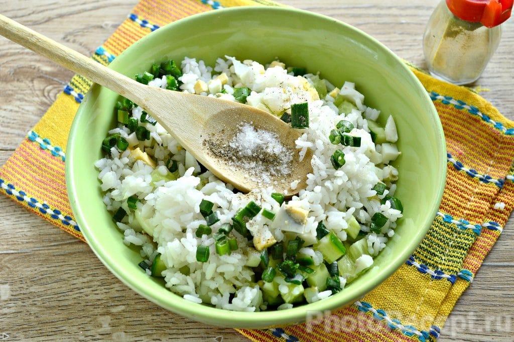 Фото рецепта - Салат с курицей и рисом - шаг 6