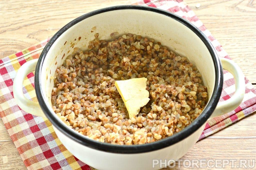 Фото рецепта - Гречневая каша на воде с куриным кубиком - шаг 6
