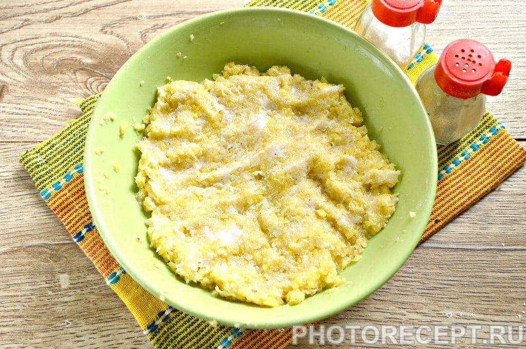 Фото рецепта - Вареники с картошкой и салом - шаг 6