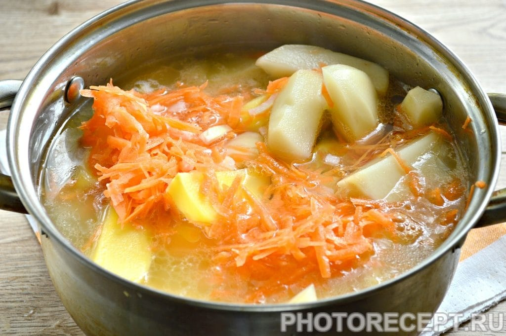 Фото рецепта - Курица, тушенная с картошкой - шаг 6