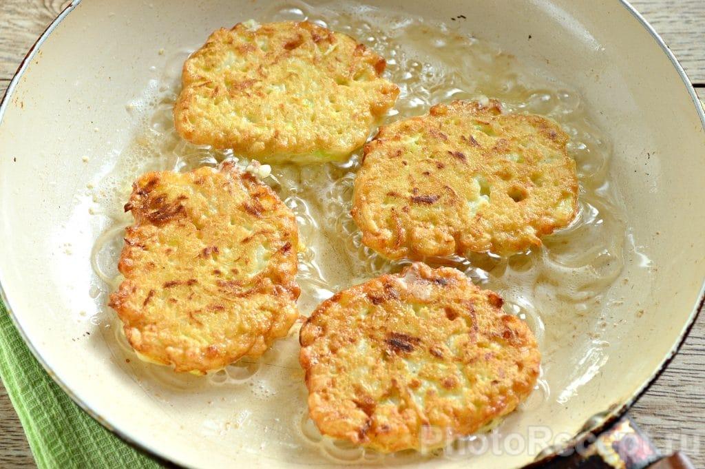 Фото рецепта - Оладьи из кабачка с рисом - шаг 7