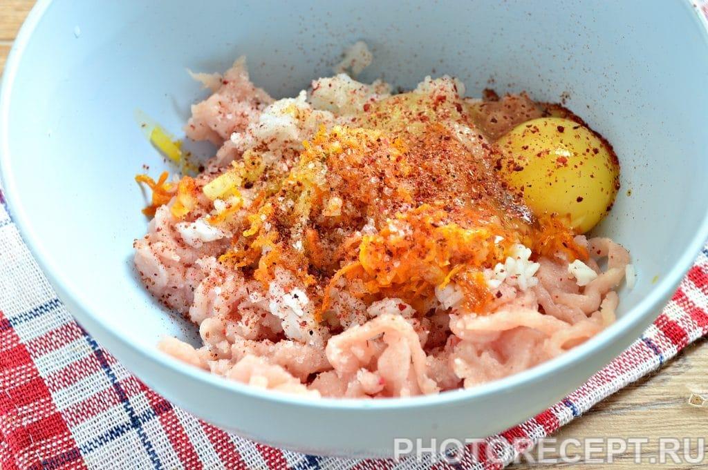 Фото рецепта - Тефтели из куриной грудки с овощами - шаг 7
