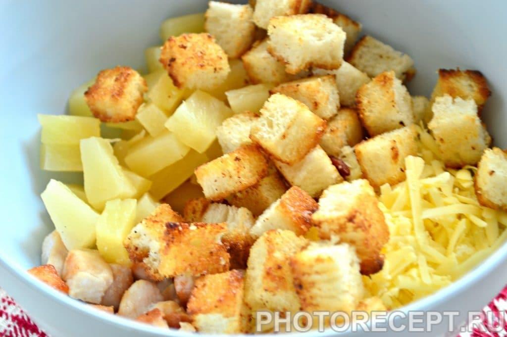 Фото рецепта - Салат с куриной грудкой и ананасами - шаг 7