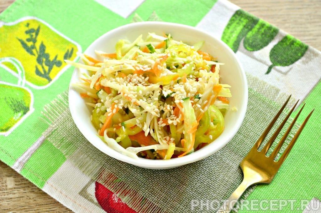 Фото рецепта - Салат с капустой и кунжутом - шаг 8