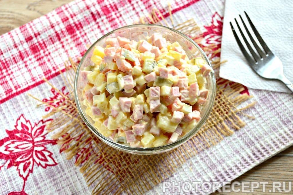 Фото рецепта - Оливье с вареной колбасой и солеными огурцами - шаг 8