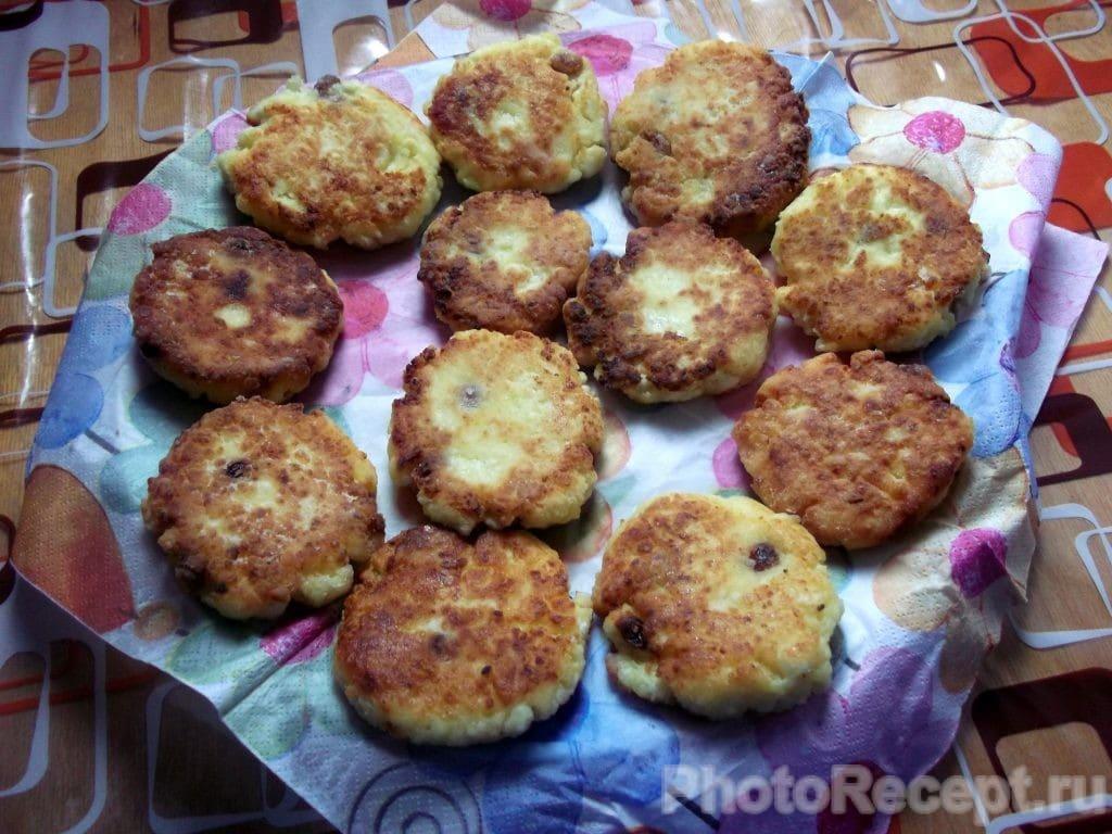 Фото рецепта - Сырники с карамелизированными фруктами - шаг 8