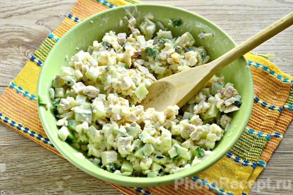 Фото рецепта - Салат с курицей и рисом - шаг 8