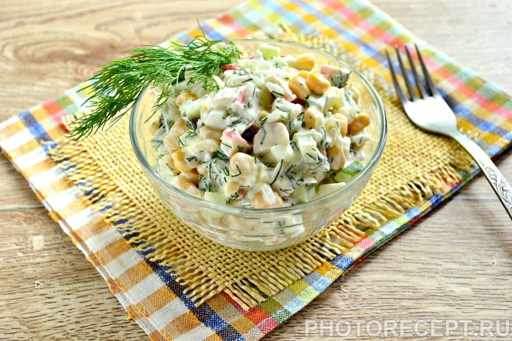 Фото рецепта - Салат с кукурузой, крабовыми палочками и огурцом - шаг 8