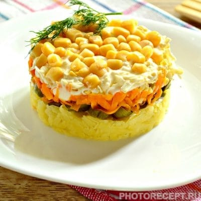 Слоеный салат с солеными огурцами - рецепт с фото