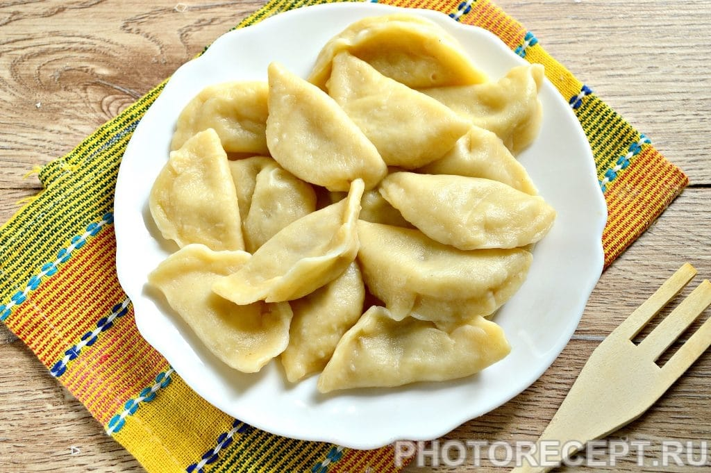 Фото рецепта - Вареники с картошкой и салом - шаг 9