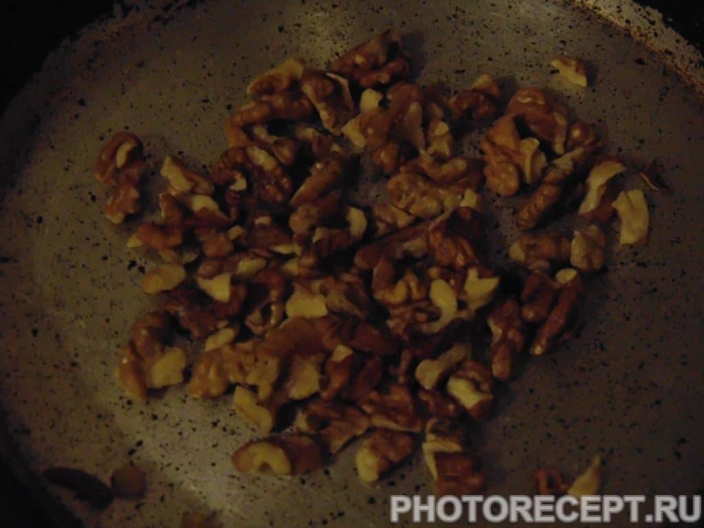 """Фото рецепта - Салат с ананасом """"Новогодний"""" - шаг 2"""