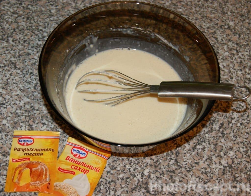 Фото рецепта - Ванильные оладьи на молоке - шаг 4