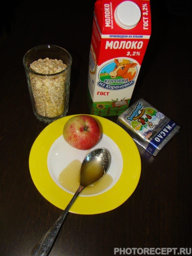 Фото рецепта - Овсяная каша с яблоками и медом - шаг 1