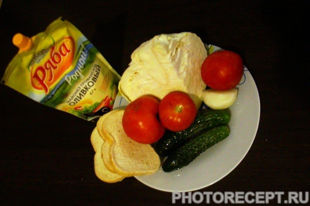 Фото рецепта - Салат из капусты с сухариками - шаг 1