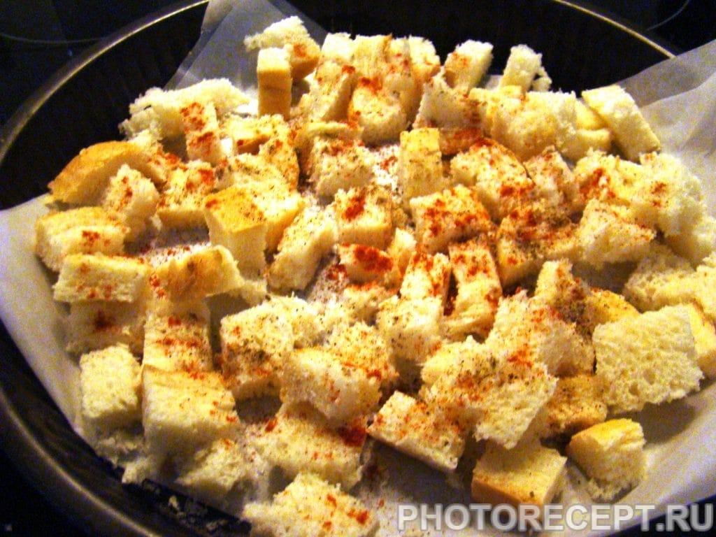 Фото рецепта - Салат из капусты с сухариками - шаг 7