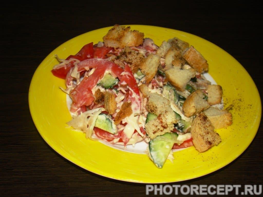 Фото рецепта - Салат из капусты с сухариками - шаг 8