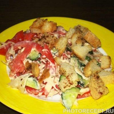 Салат из капусты с сухариками - рецепт с фото
