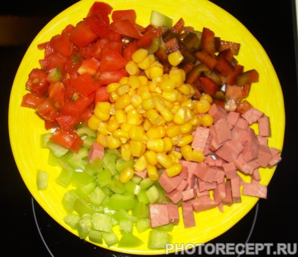 Фото рецепта - Цветной салат из кукурузы - шаг 5