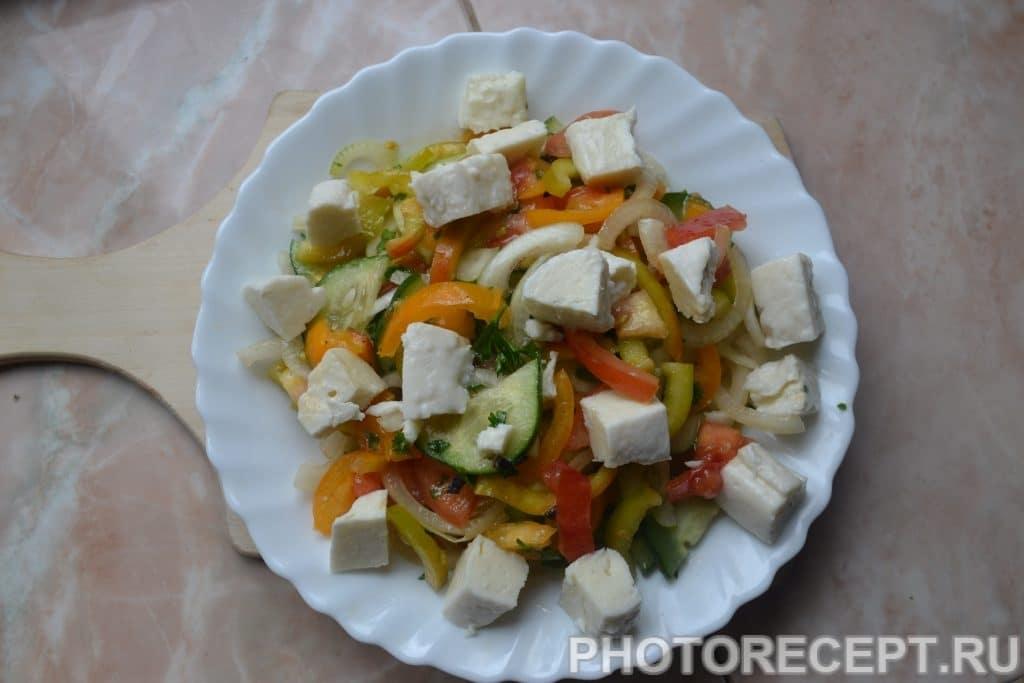 Фото рецепта - Греческий салат с оливками и домашней брынзой - шаг 8