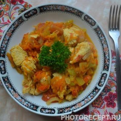 Куриная грудка тушеная с овощами - рецепт с фото