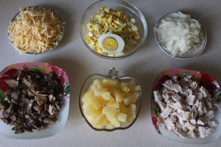 Фото рецепта - Нежный ананасовый салат - шаг 6