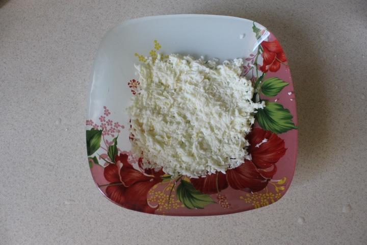 Фото рецепта - Нежный салат Мимоза с лососем - шаг 3