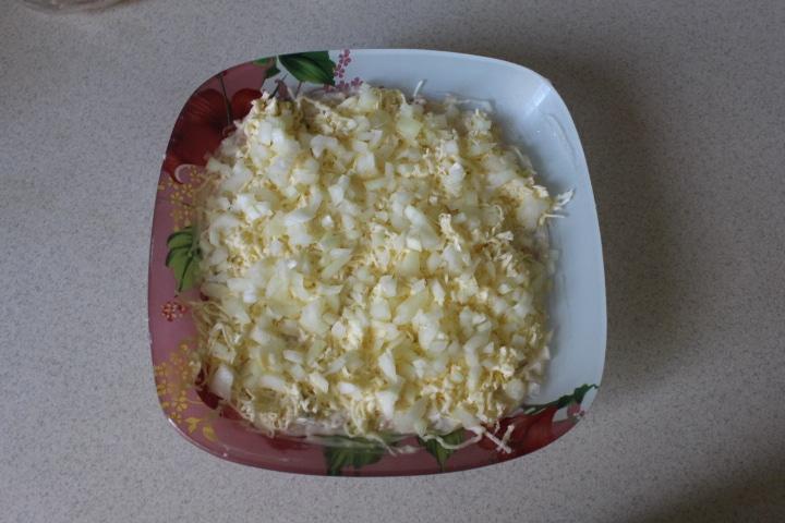 Фото рецепта - Нежный салат Мимоза с лососем - шаг 7