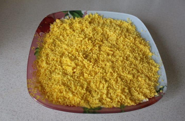 Нежный салат Мимоза с лососем