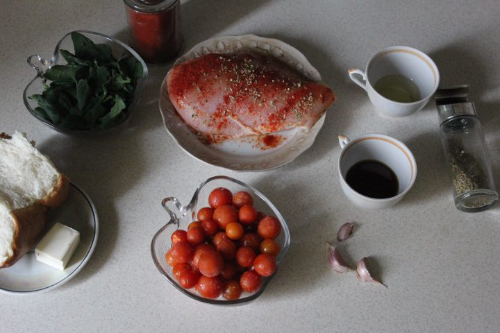 "Фото рецепта - Салат ""Цезарь"" с шпинатом - шаг 1"