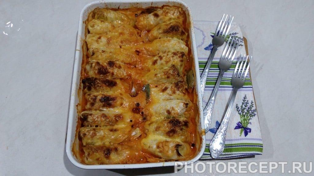 Фото рецепта - Голубцы запеченные в сливочно-томатном соусе под сырной коркой - шаг 12