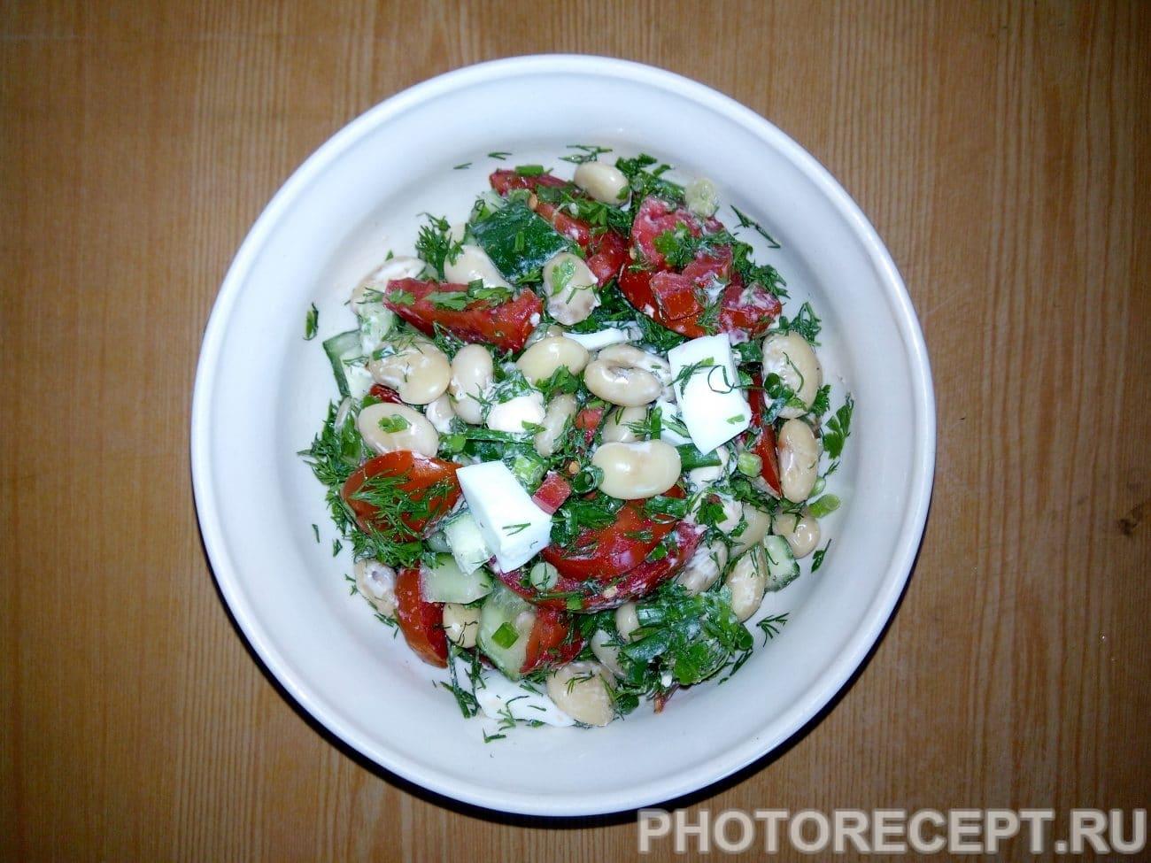 Салат из фасоли с овощами и яйцом
