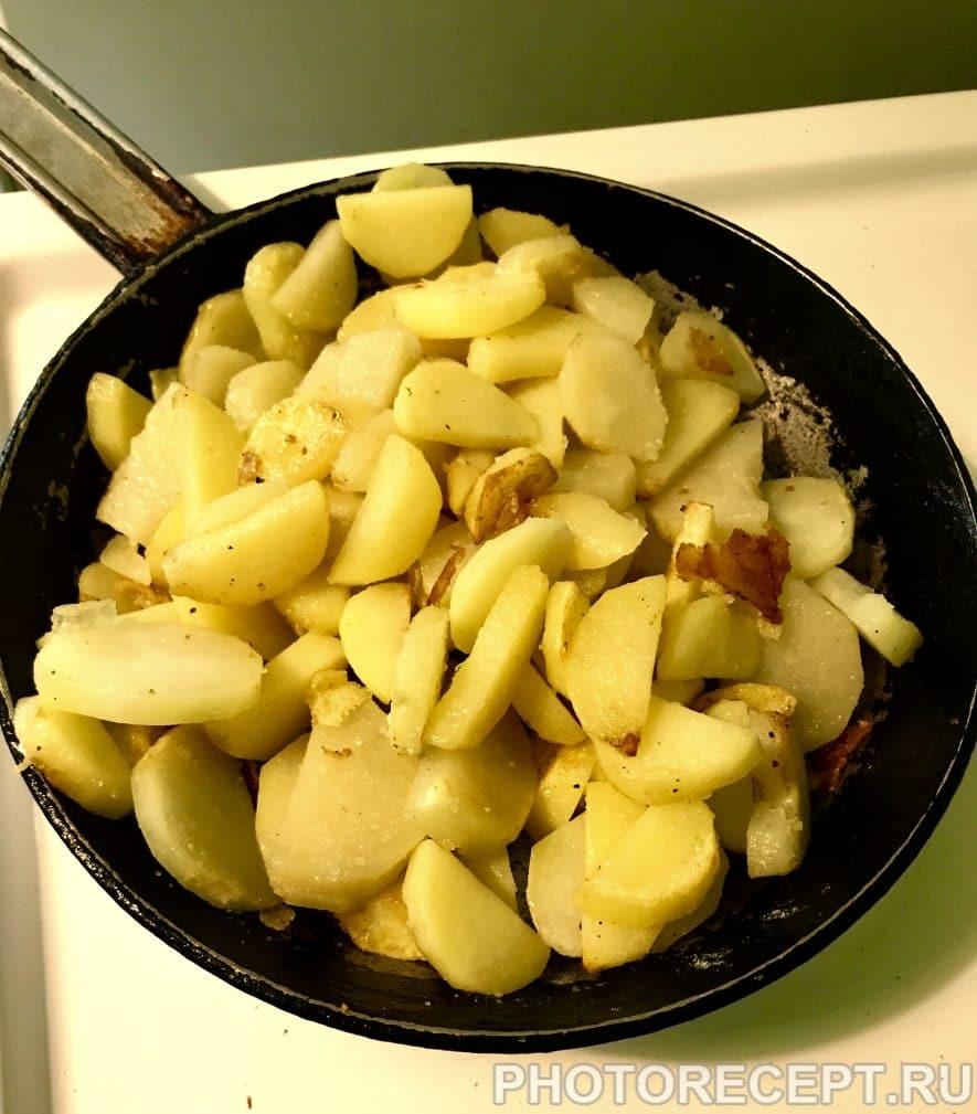 Фото рецепта - Жареная картошечка со шкварками - шаг 6