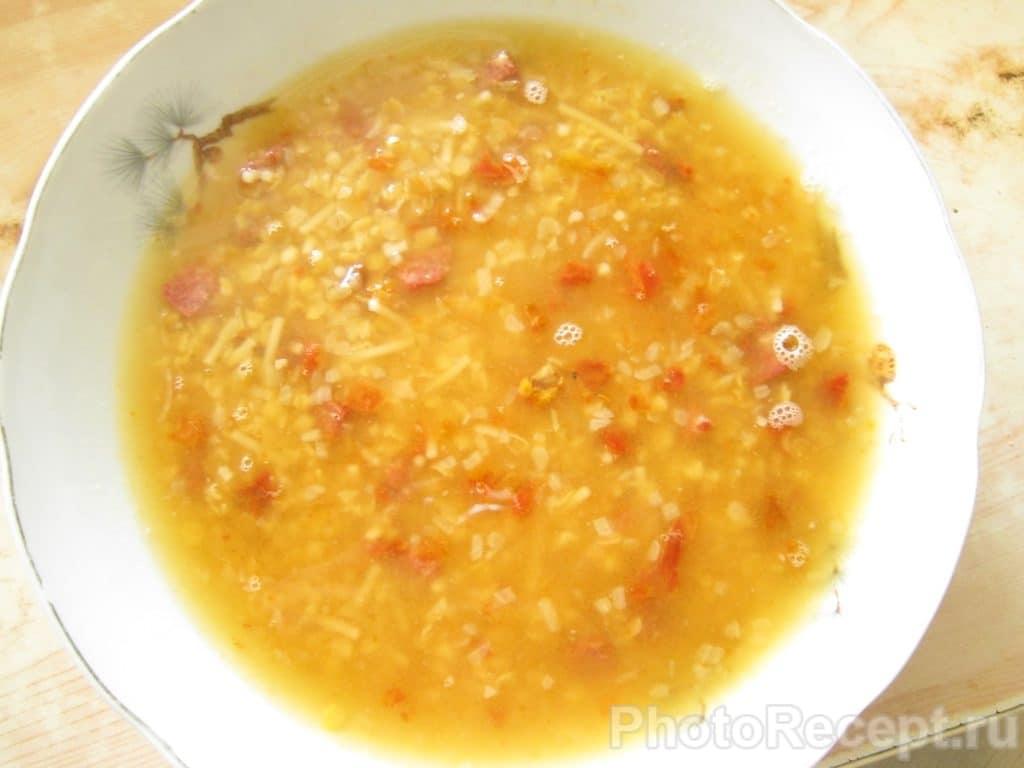 Фото рецепта - Суп по-итальянски с чечевицей, пастой и колбасой - шаг 5