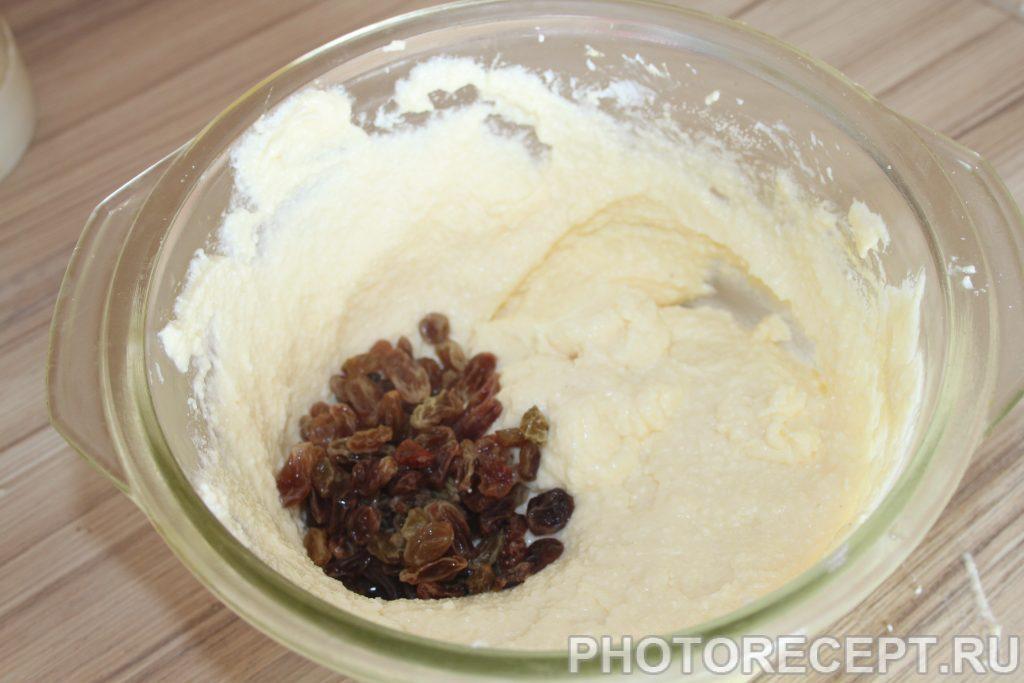 Фото рецепта - Творожная запеканка с манкой и изюмом - шаг 4