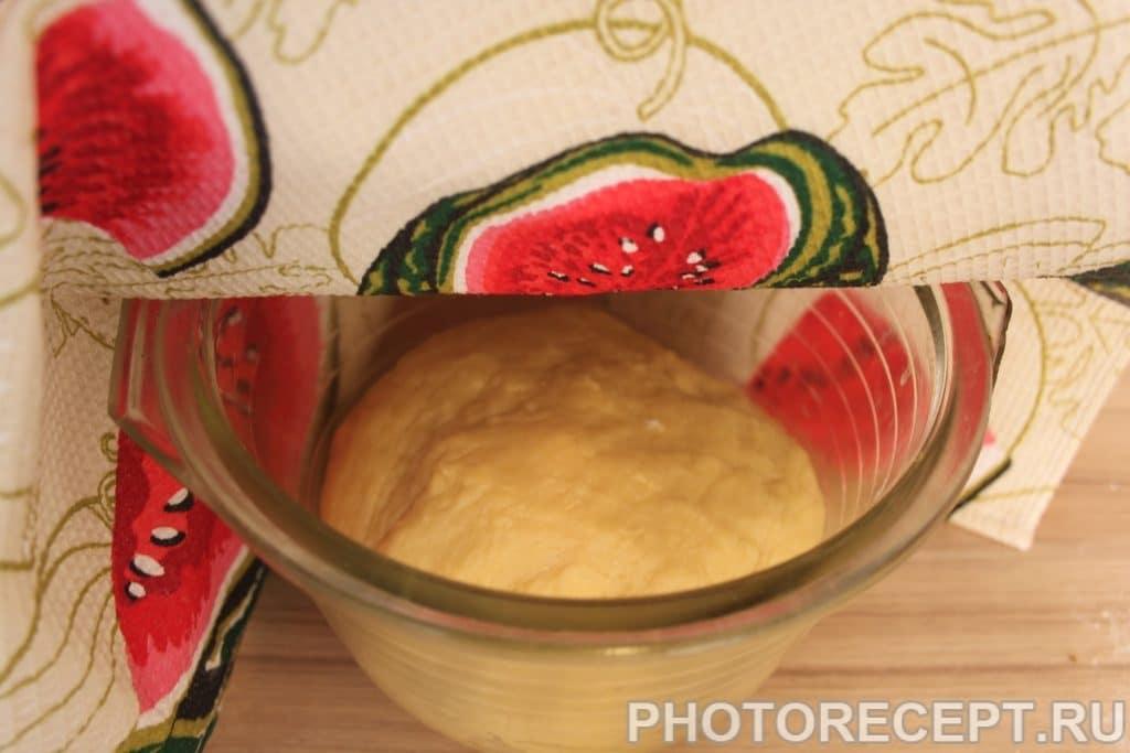 Фото рецепта - Пончики с шоколадной глазурью и сахарной пудрой - шаг 4